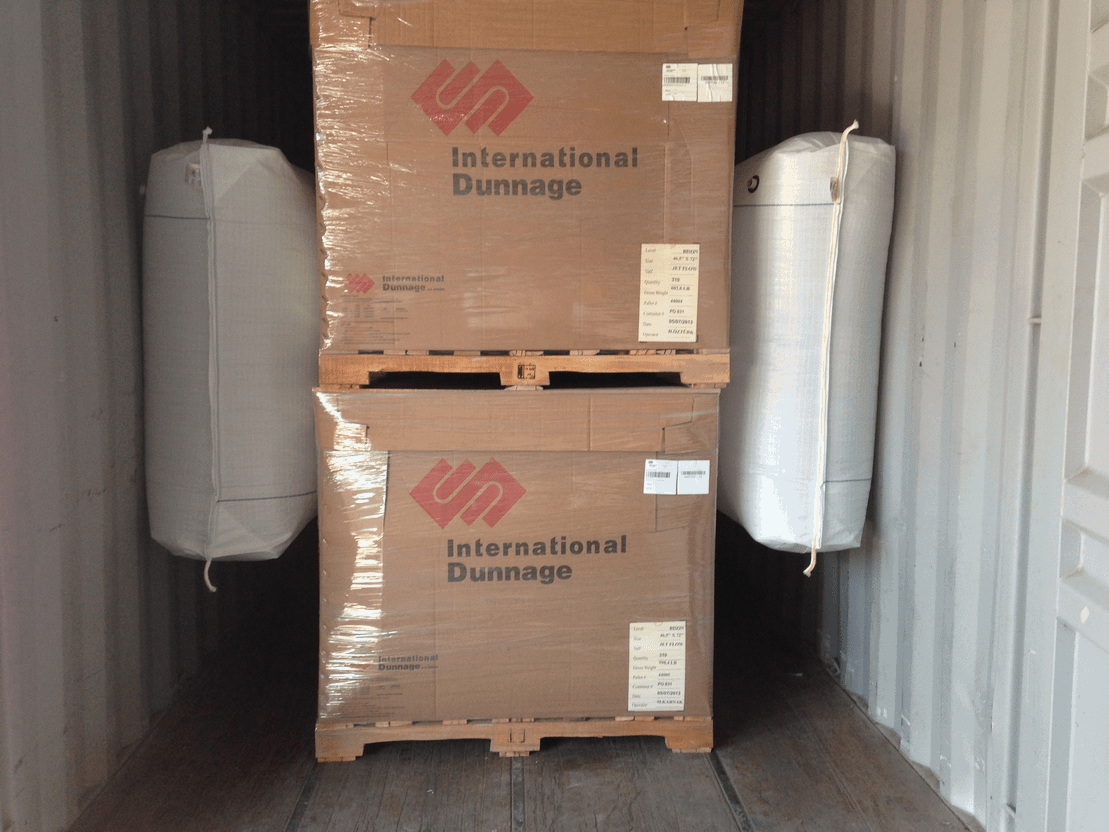 Dunnage bags plassert i container